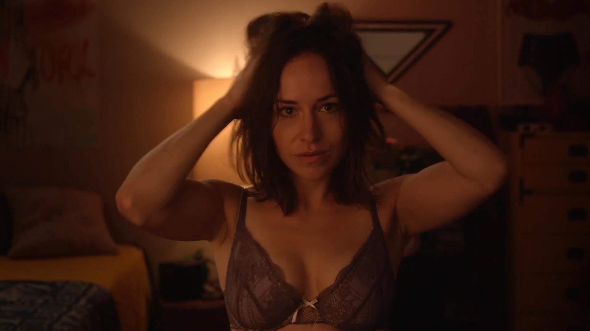 Sarah Goldberg sexy - Hindsight s01e04 (2015)