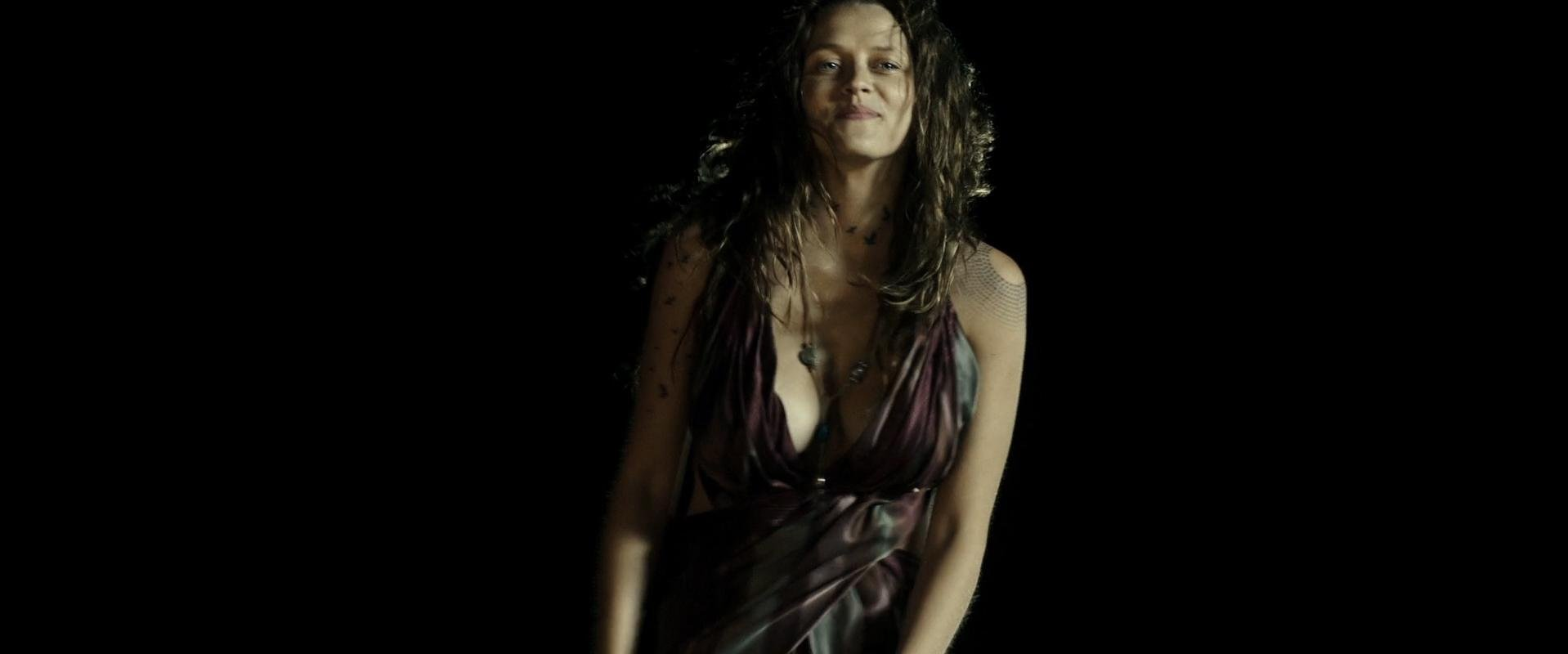 Teresa Palmer sexy - Point Break (2015)