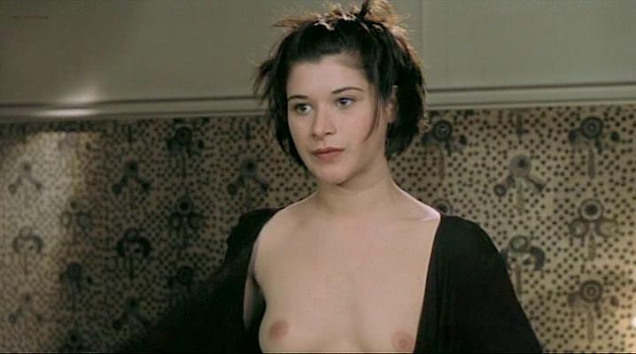 Valentina Cervi nude - Rien Sur Robert (1999)