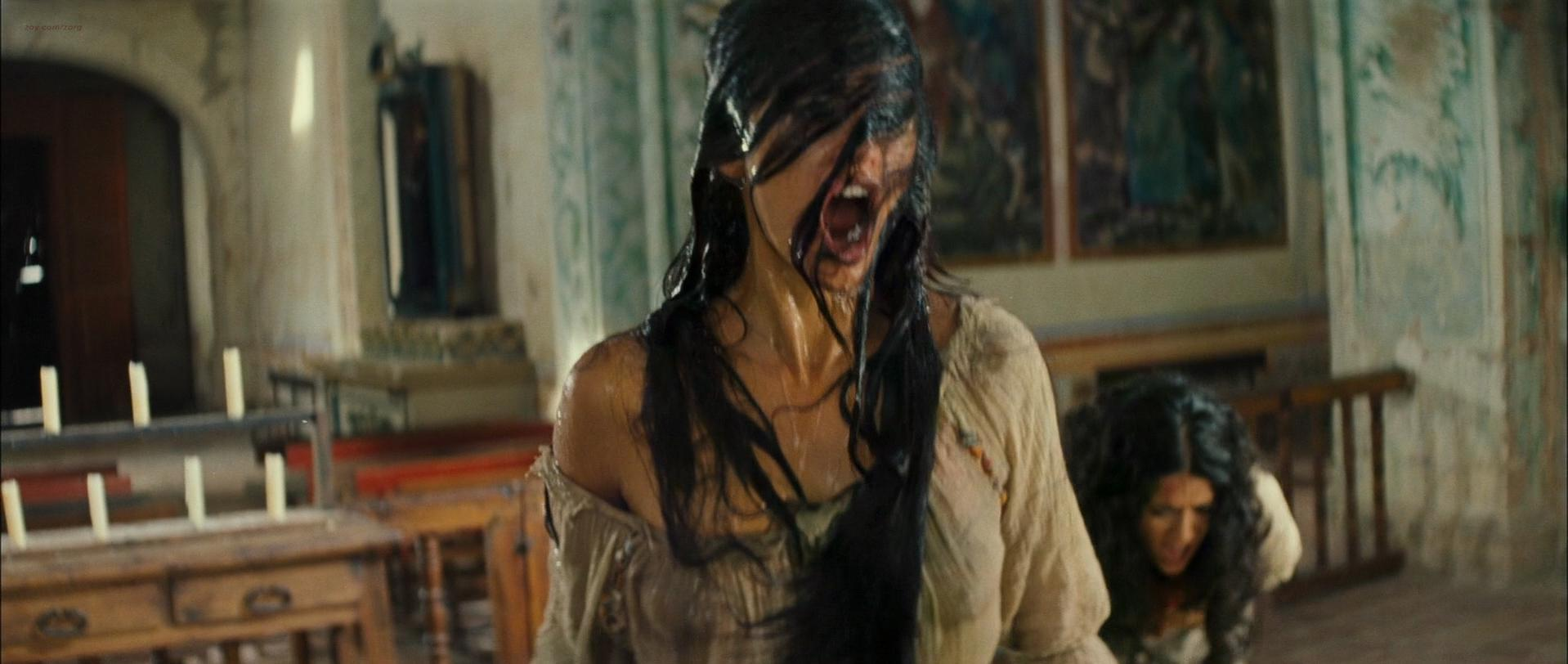 Penelope Cruz sexy, Salma Hayek sexy - Bandidas (2006)