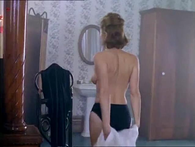 Sofia Shinas nude - The Hunger s01e22 (1997)