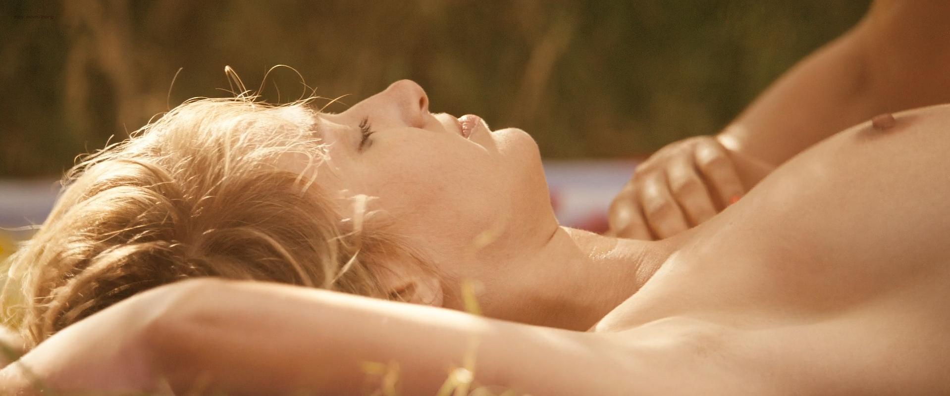 Pauline Lefevre nude - Voir la mer (2011)