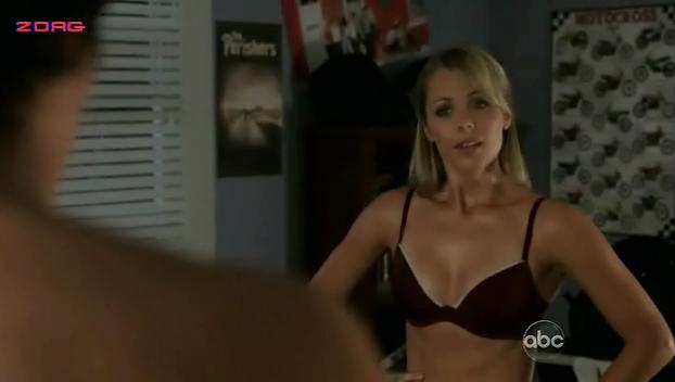 Laura Vandervoort sexy - V s01e03 (2009)