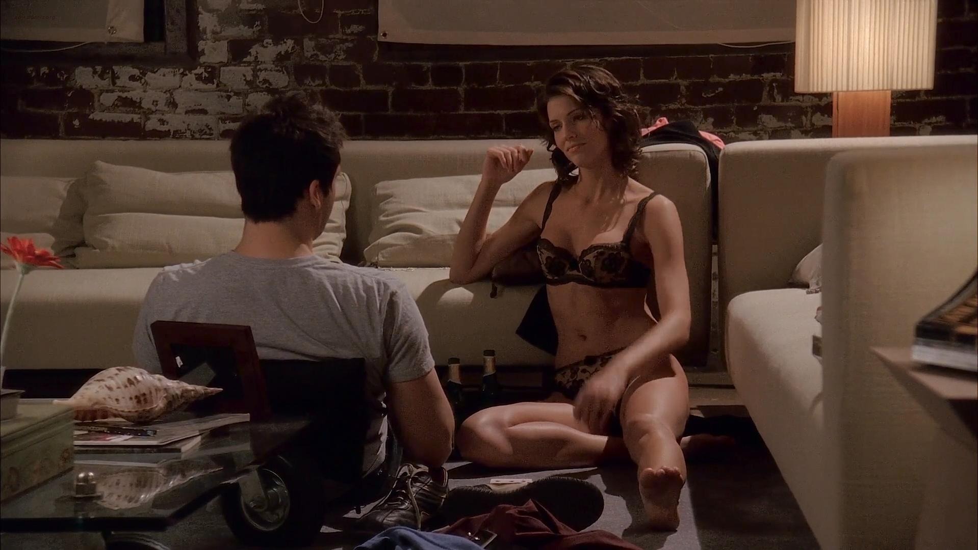 Tricia Helfer sexy - Memory (2006)