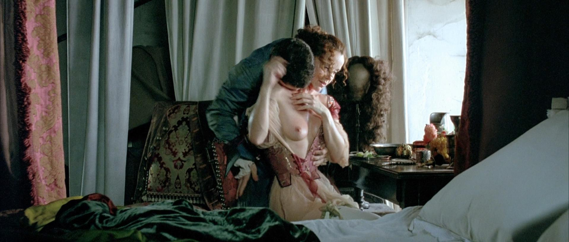 Uma Thurman nude, Philippine Leroy-Beaulieu nude, Marine Delterme nude - Vatel (2000)