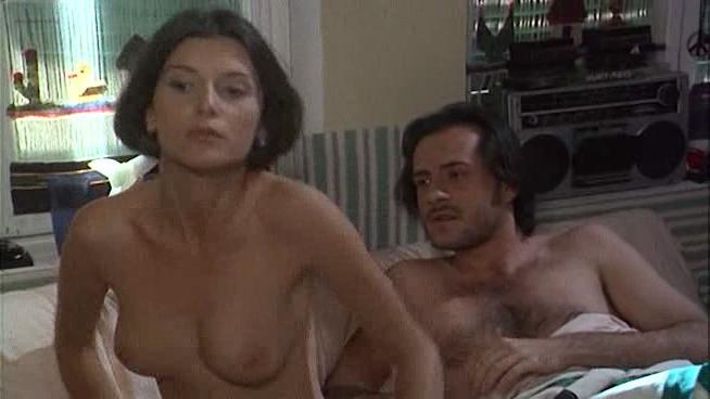 Veronica Logan nude, Ela Weber nude - Uomini senza donne (1996)