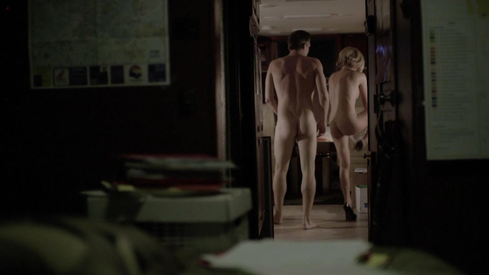 Kathleen Robertson nude - Boss s01e04 (2011)