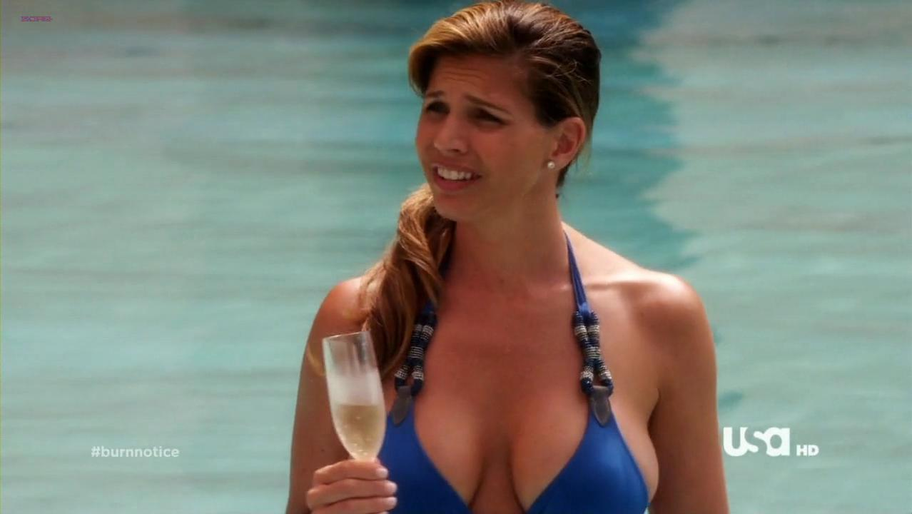 Charisma Carpenter sexy - Burn Notice s05e11 (2011)