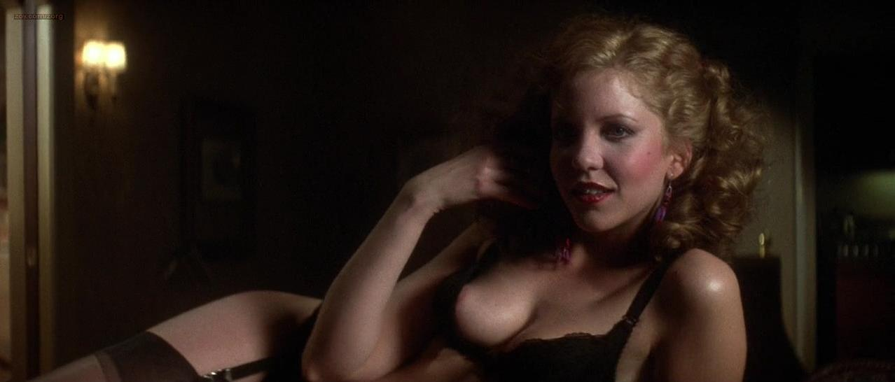 Nancy Allen nude - Dressed to Kill (1980)