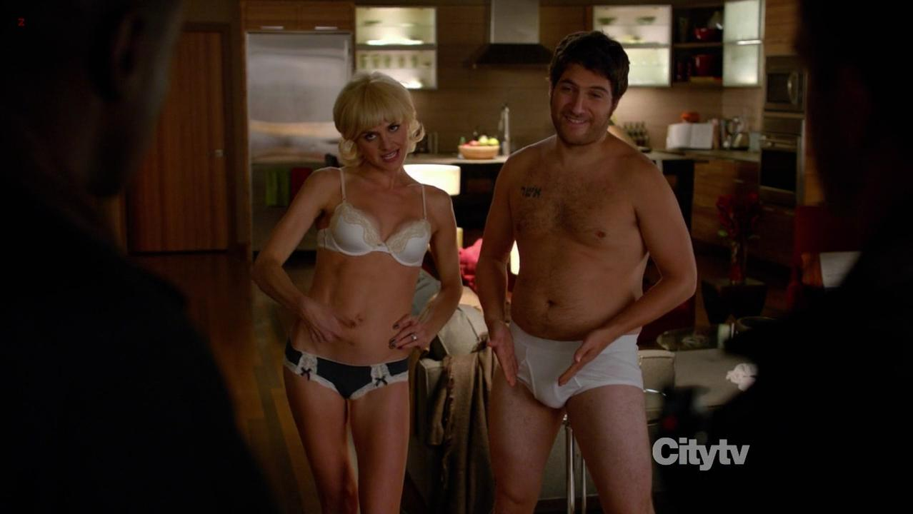 Eliza Coupe sexy - Happy Endings s02e10 (2012)