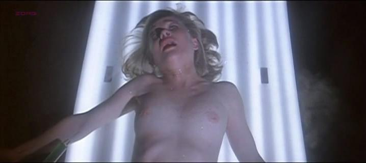 Judy Geeson nude - Horror Planet (1982)