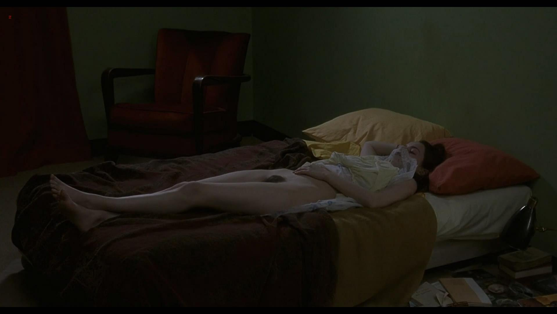 Roxane Mesquida nude - A ma soeur (2001)