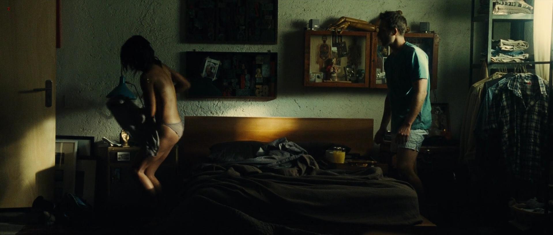 Zoe Saldana sexy - Colombiana (2011)