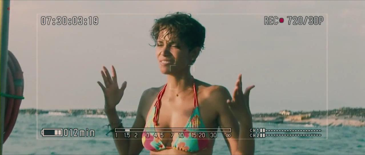 Halle Berry sexy - Dark Tide (2012)