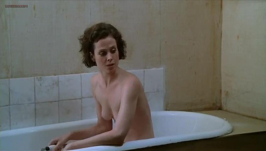 Sigourney weaver naked sex scenes