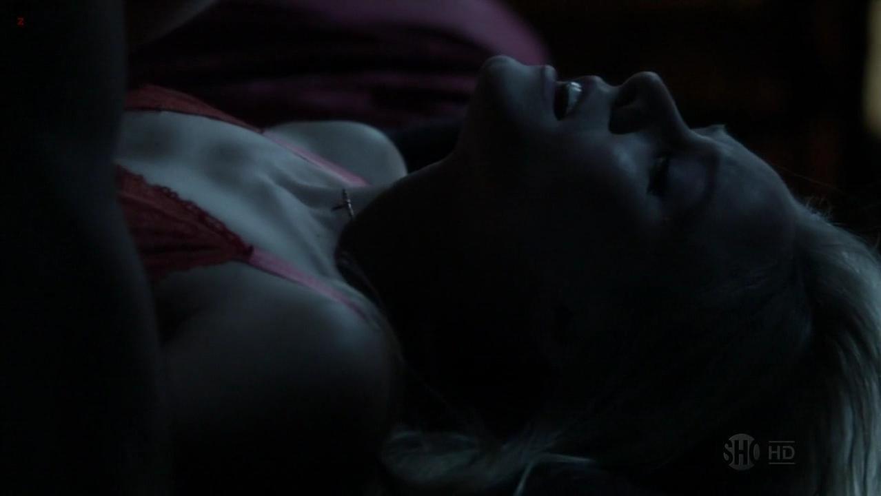 Kristen Bell sexy - House of Lies s01e08 (2012)