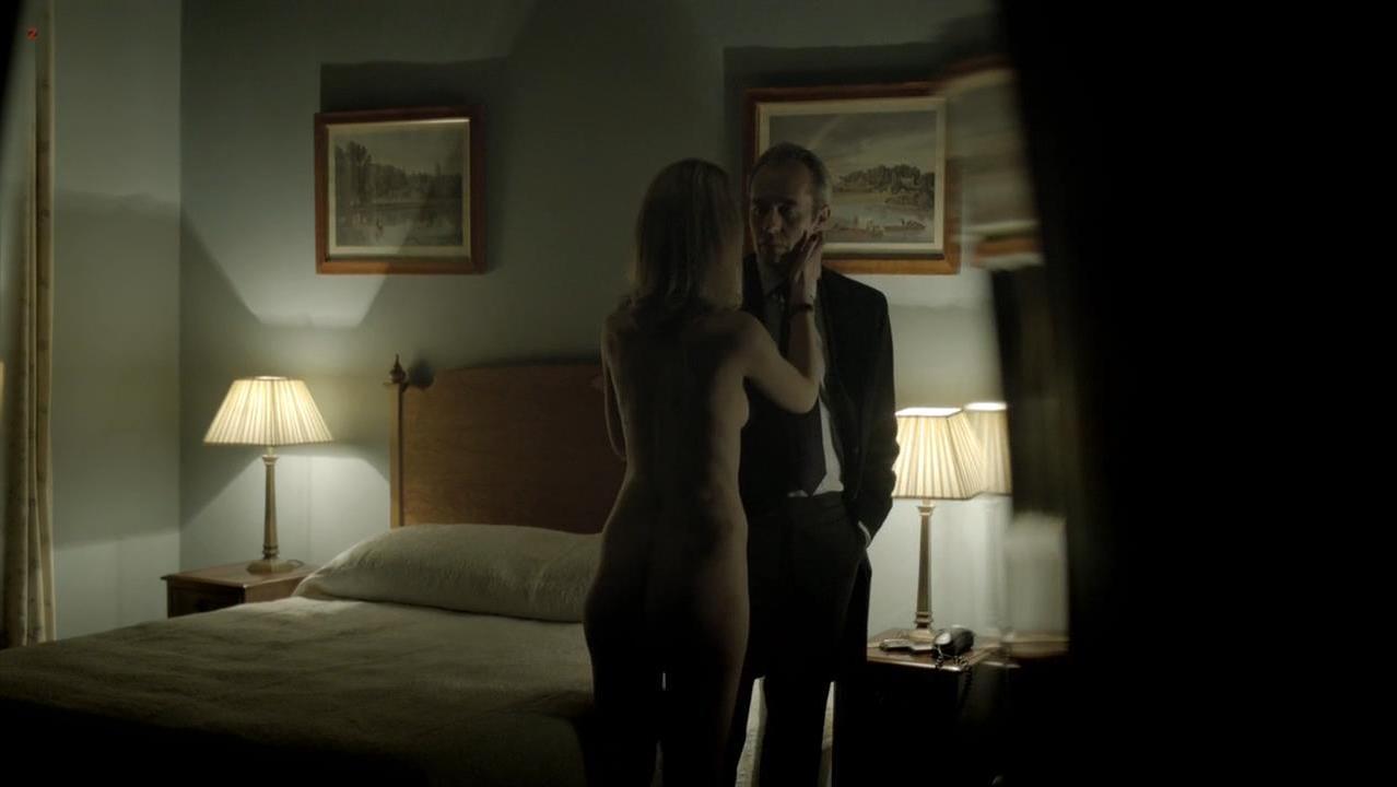 Helen Kennedy nude - Hunted s01e02 (2012)
