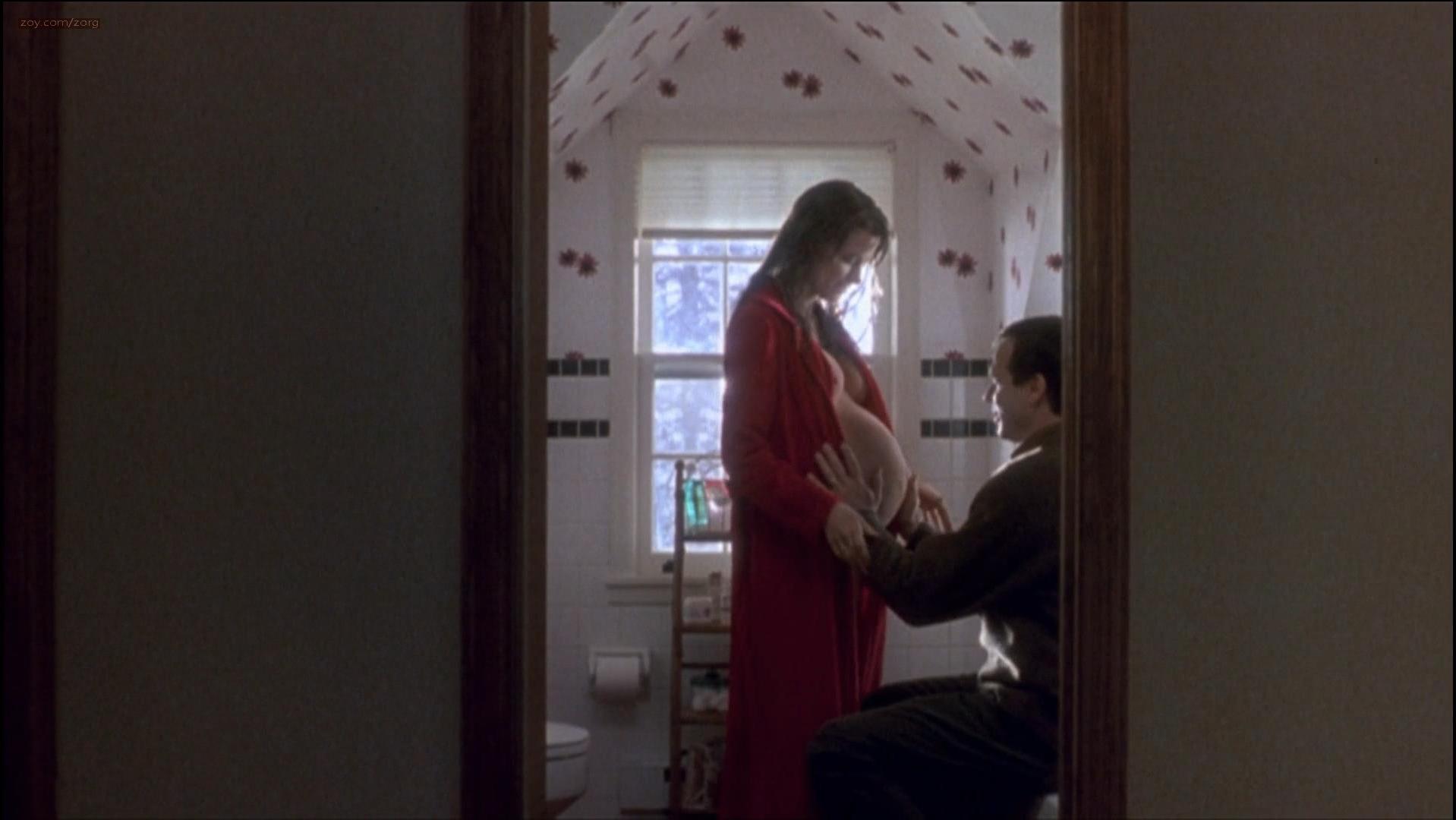 Bridget Fonda nude - A Simple Plan (1998)