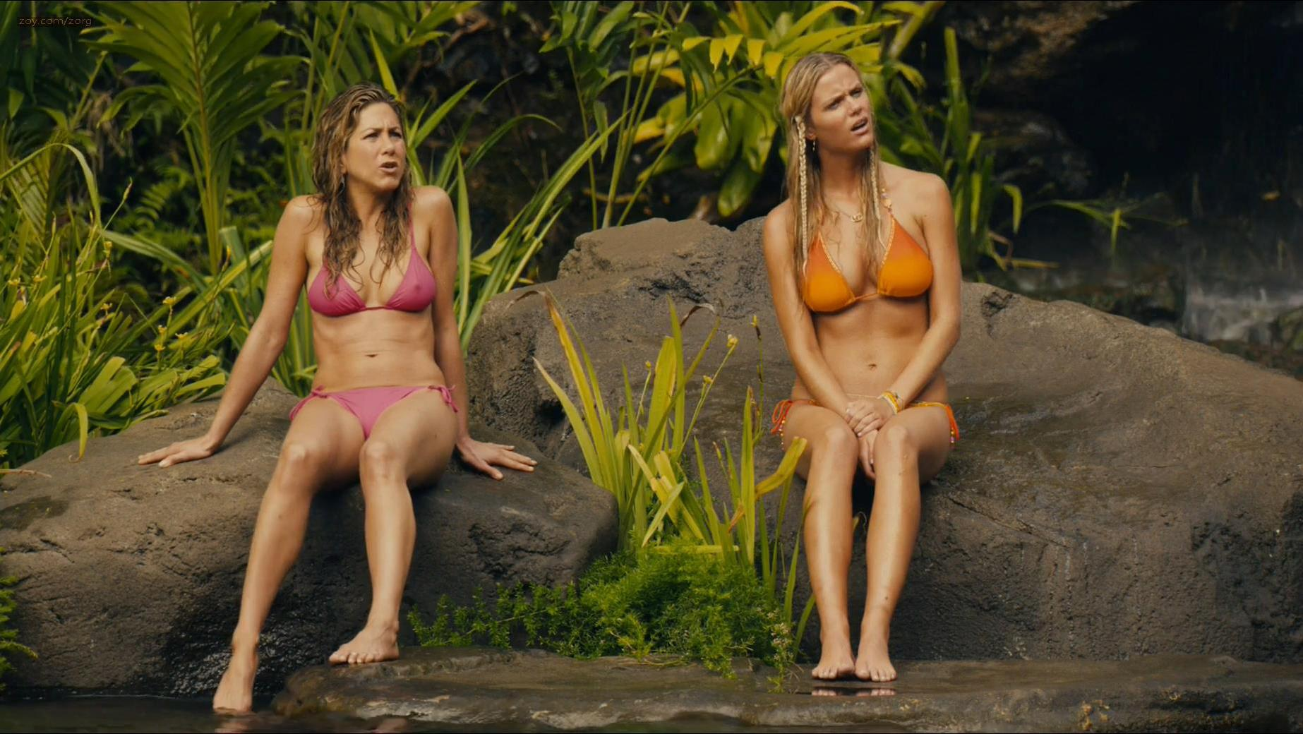 Jennifer Aniston sexy, Nicole Kidman sexy - Just Go with It (2011)