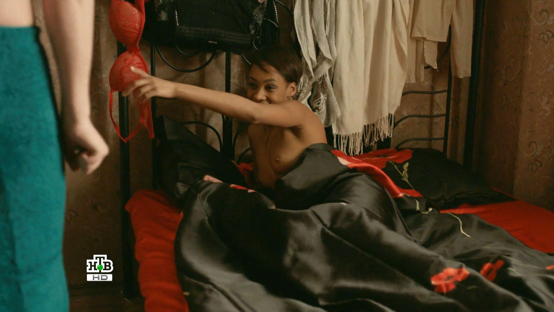 Liza Martines nude - Shameless RU s01e04 (2017)