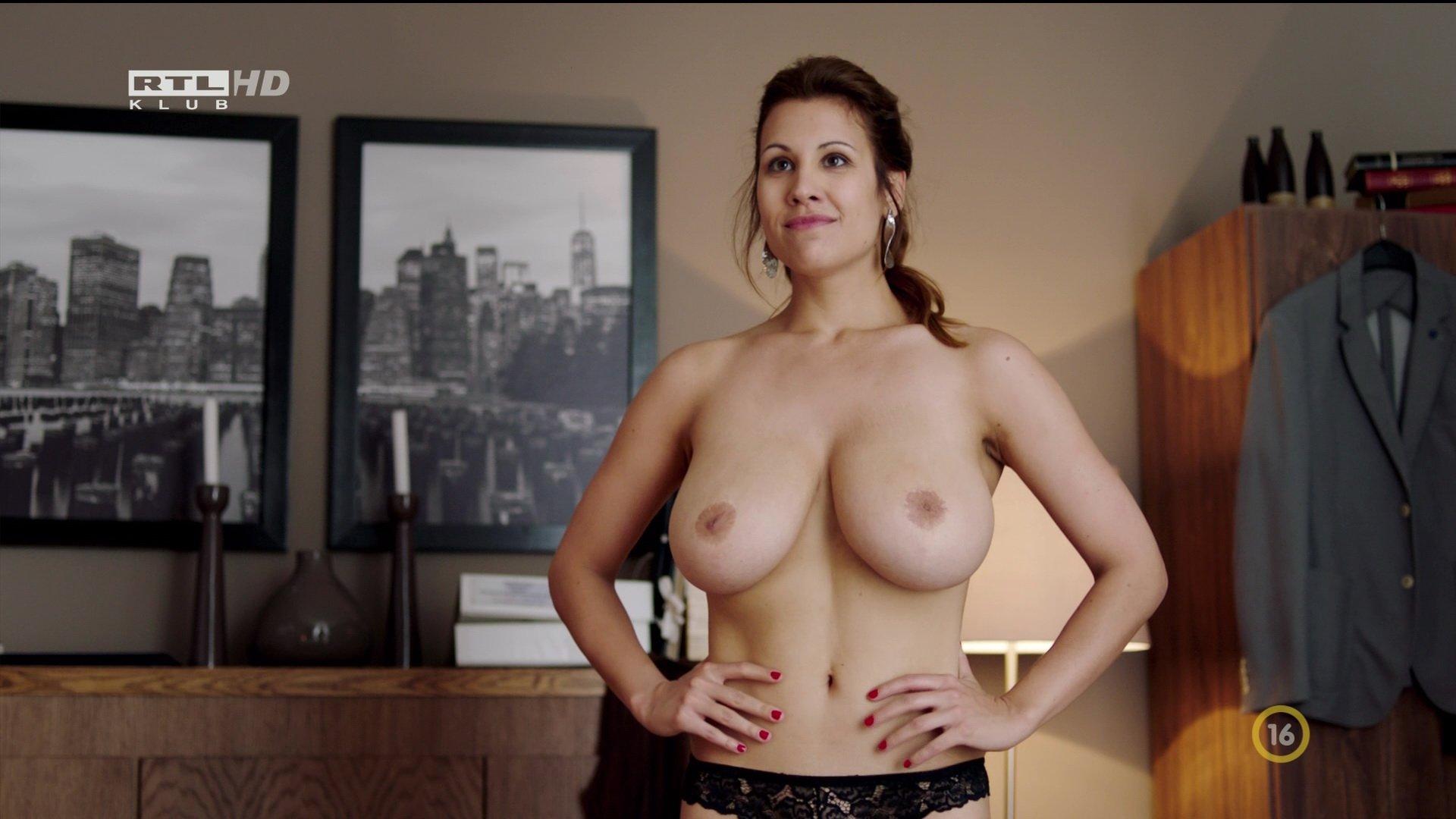 Alexandra Horvath nude - Valotarsak s02e02 (2017)