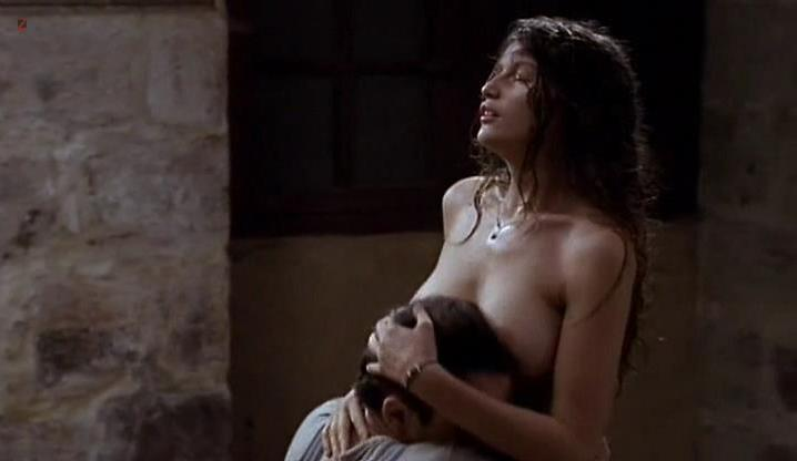 Laetitia Casta nude - La Bicyclette Bleue (2000)