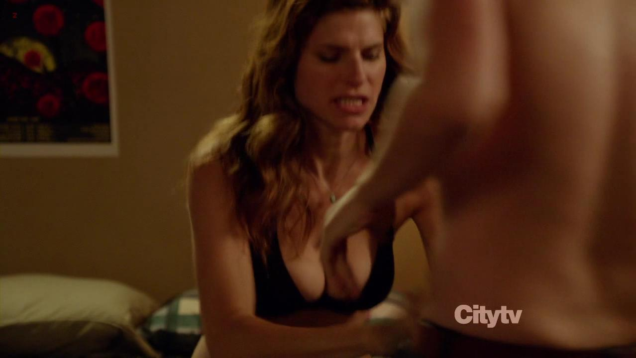 Lake Bell sexy, Zooey Deschanel sexy - New Girl s01e04 (2011)