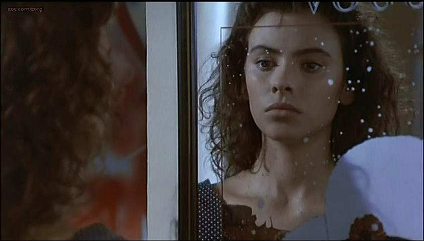 Mathilda May nude - La Passerelle (1988)