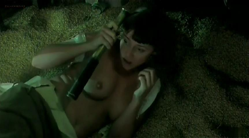 Keeley Hawes nude - The Last September (1999)