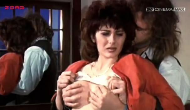 Malu Ileana Carisio nude - Una donna per tutti (1991)