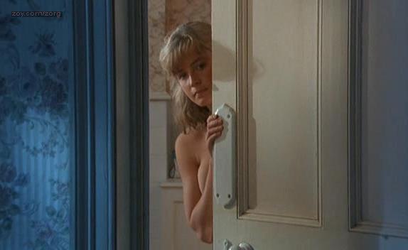 Elisabeth Shue nude - Link (1986)
