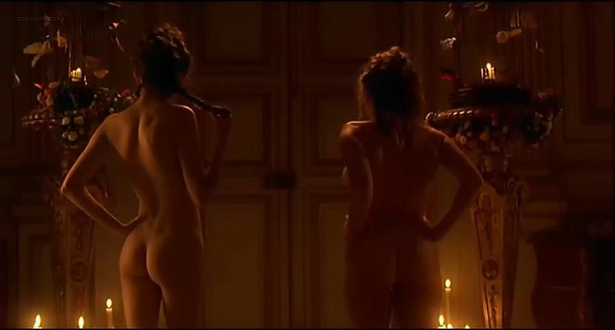 Carrie-anne moss nude pics