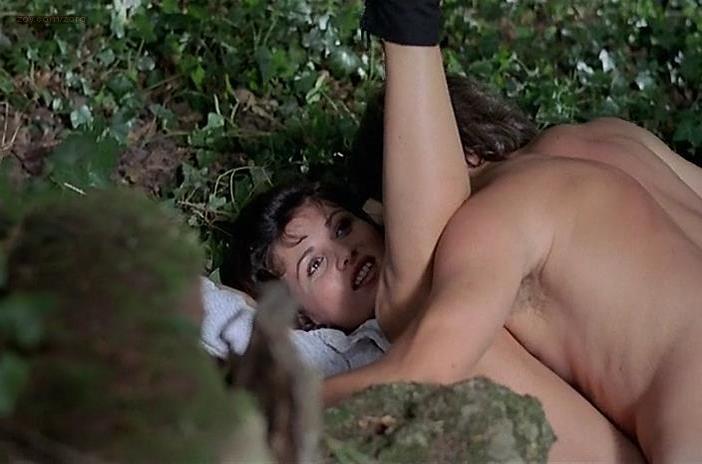 Serena Grandi nude, Alexandra Vandernoot nude, Marion Peterson nude - L'iniziazione (1987)