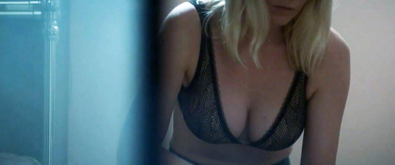 Kirsten Dunst sexy - Woodshock (2017)