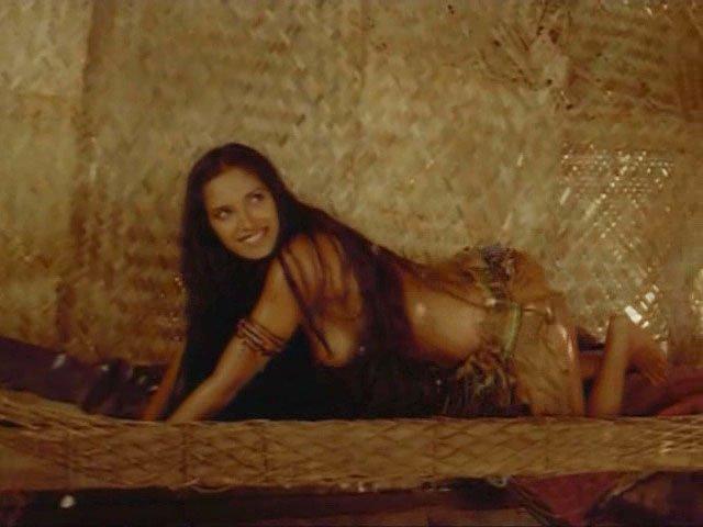 Padma Lakshmi nude - Caraibi s01e02-04 (1999)