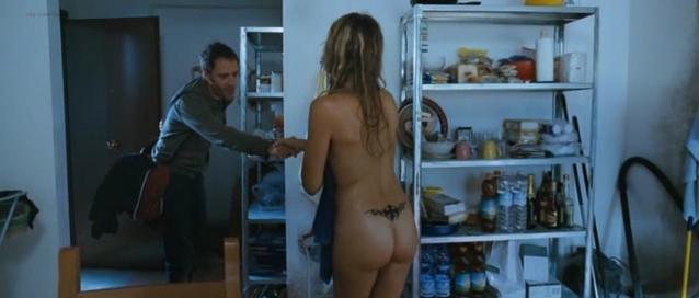 Isabella Ragonese nude, Micaela Ramazzotti nude - Tutta la vita davanti (2008)