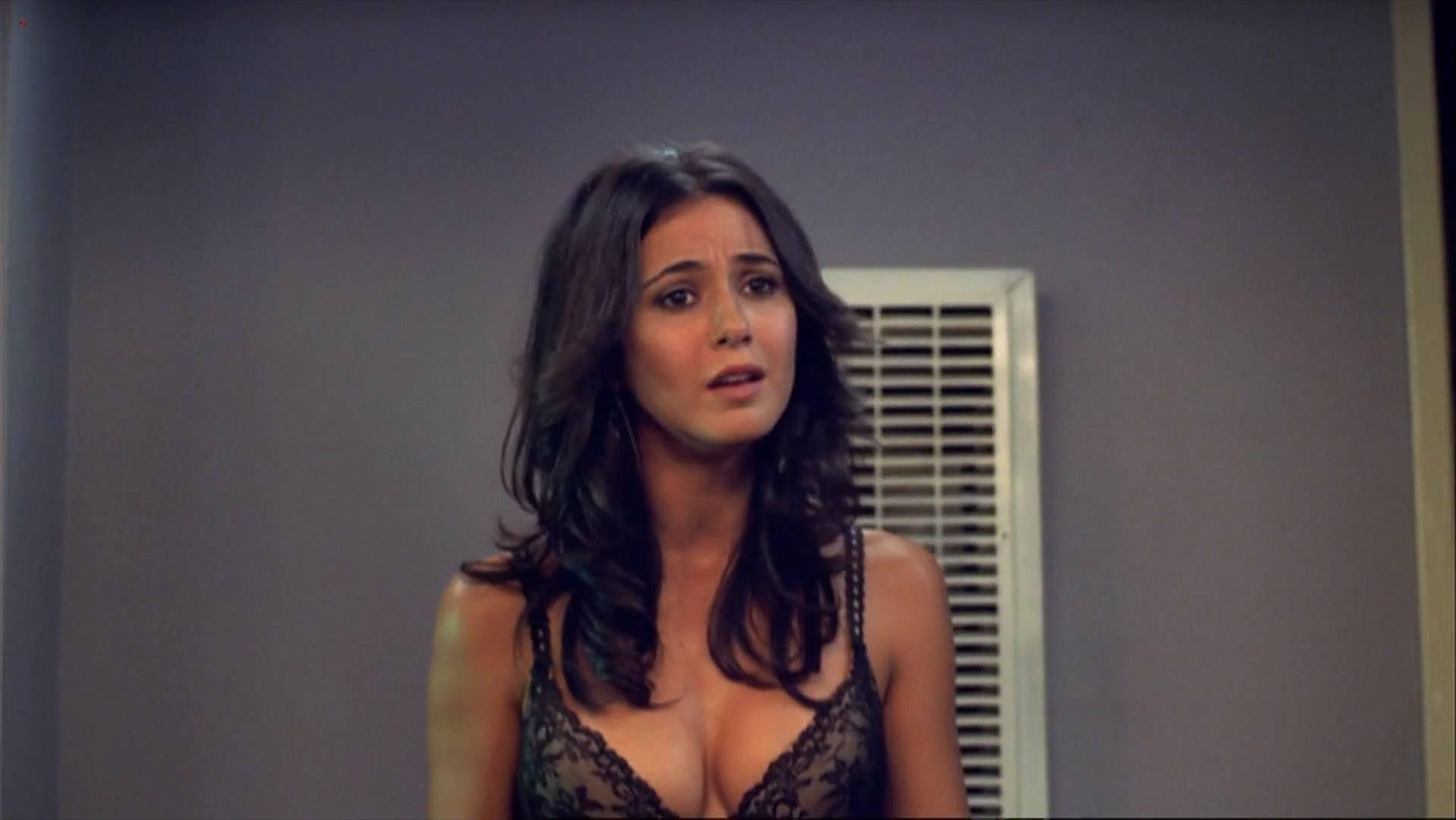Emmanuelle Chriqui sexy, Mila Kunis sexy - After Sex (2007)