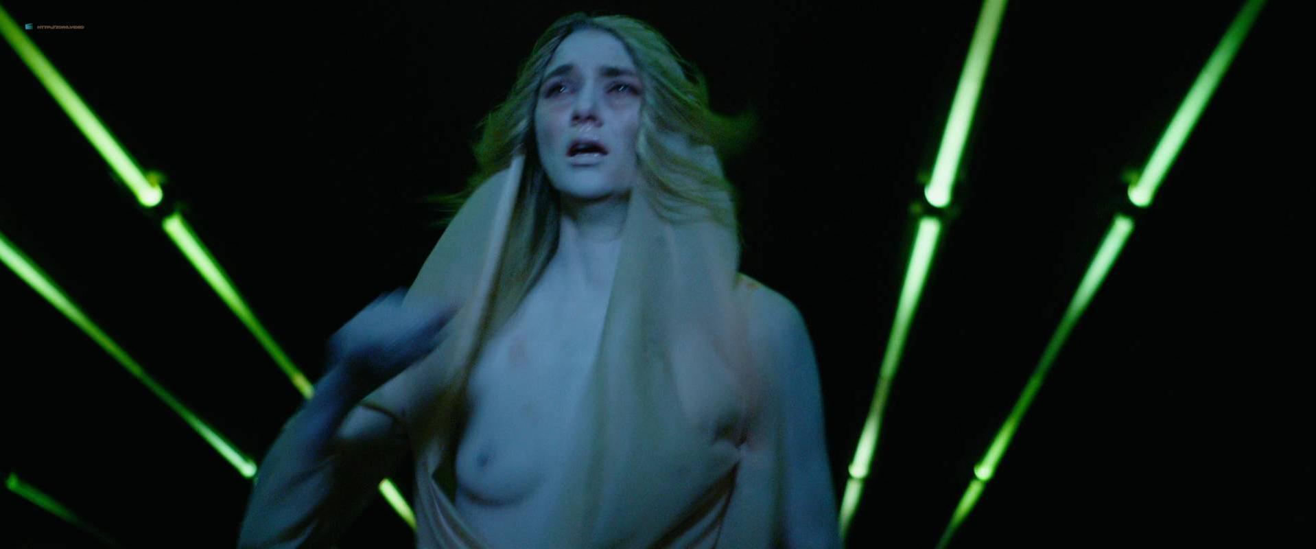 Jelly Howie nude - Loom (2012)