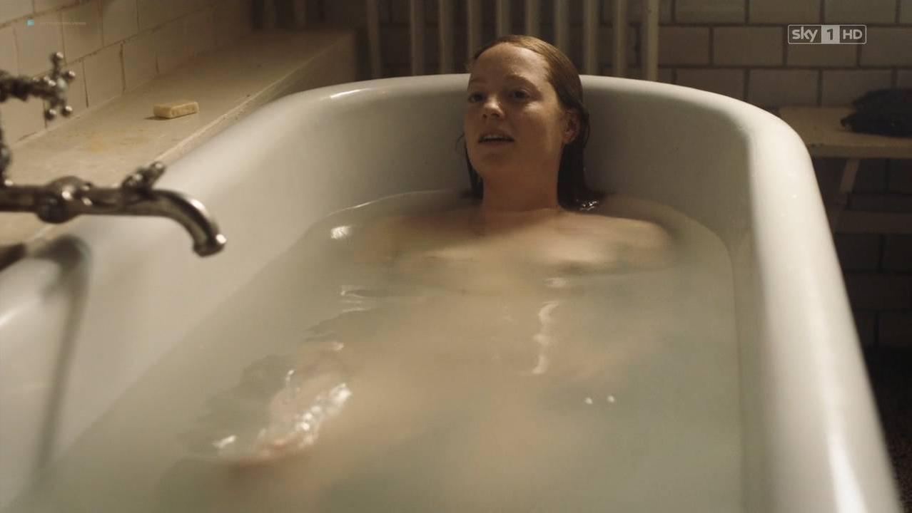 Liv Lisa Fries nude, Hannah Herzsprung sexy, Leonie Benesch nude - Babylon Berlin s02e01-02 (2017)