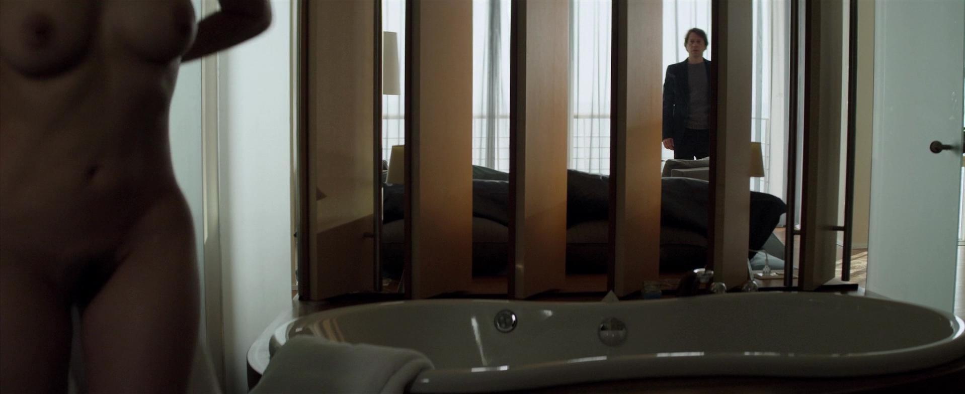 Maïwenn nude - L'amour est un crime parfait (2013)