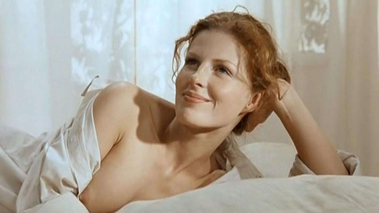 Aurelia Anuzile nude - Tsveti ot pobediteley (1999)