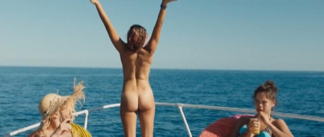 Lou Chauvain nude - Juillet aout (2016)