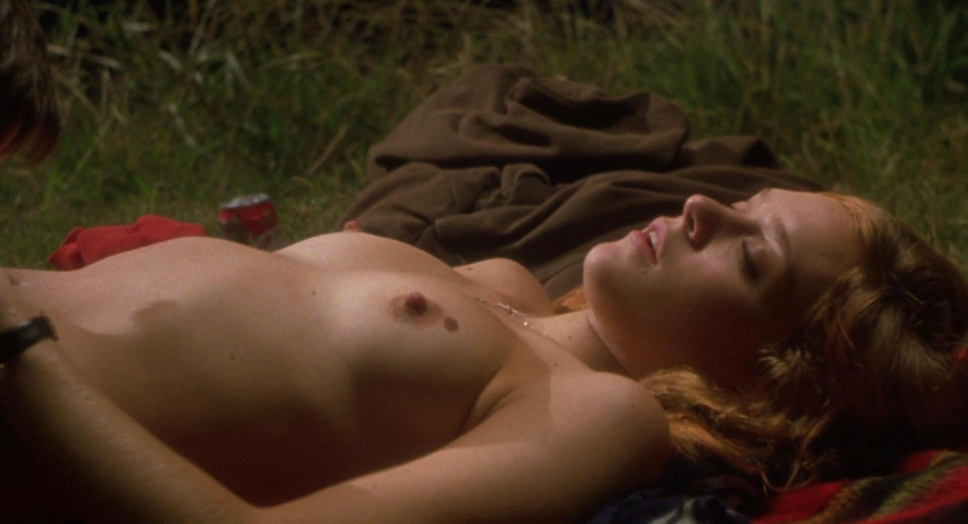 Chloe Sevigny nude - Boys Don't Cry (1999)