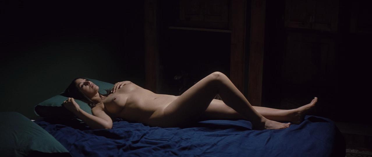 Monica Bellucci nude - A Burning Hot Summer (2011)