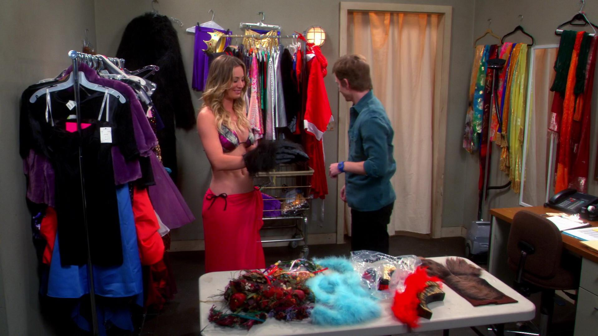 Kaley Cuoco sexy - The Big Bang Theory s07e19 (2014)