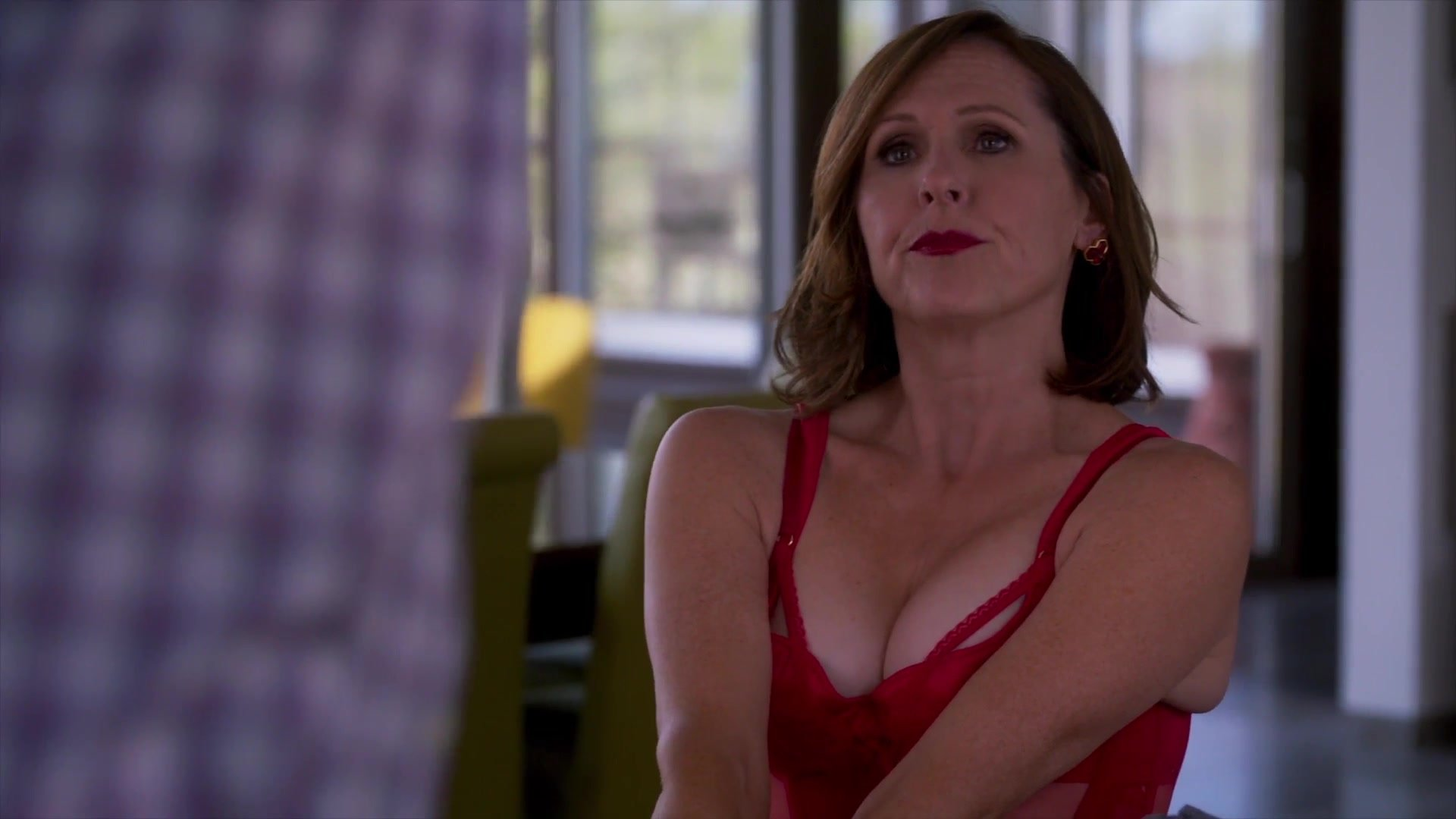 Molly Shannon sexy - Divorce S02 E03 (2018)