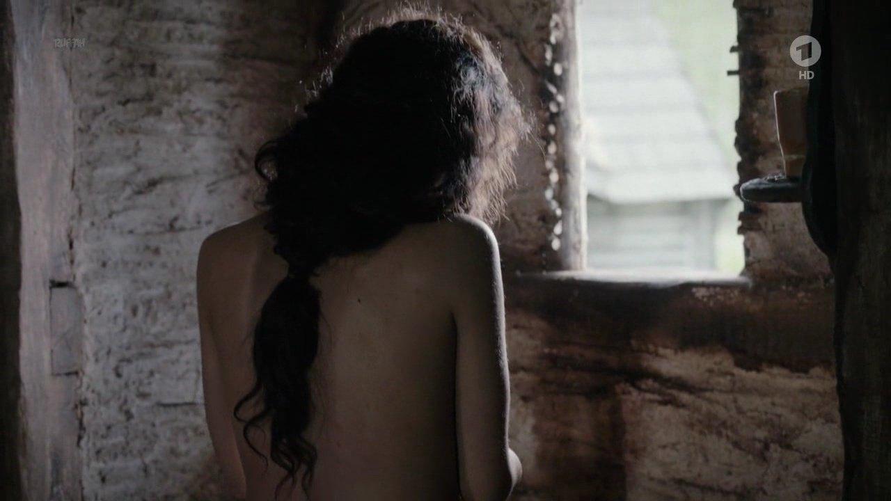 Veronika Strapkova nude - Die Puppenspieler s01e01 (2017)