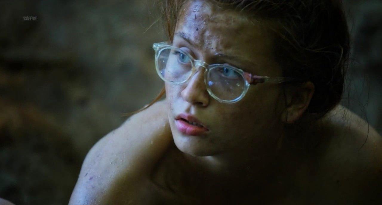 Julia Batelaan nude - Molly (2017)