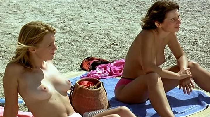 Ludivine Sagnier nude, Veronique Balme nude - Bon Plan (2000)