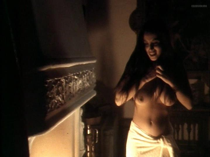 Ana Alvarez nude - Aqui huele a Muerto (1989)